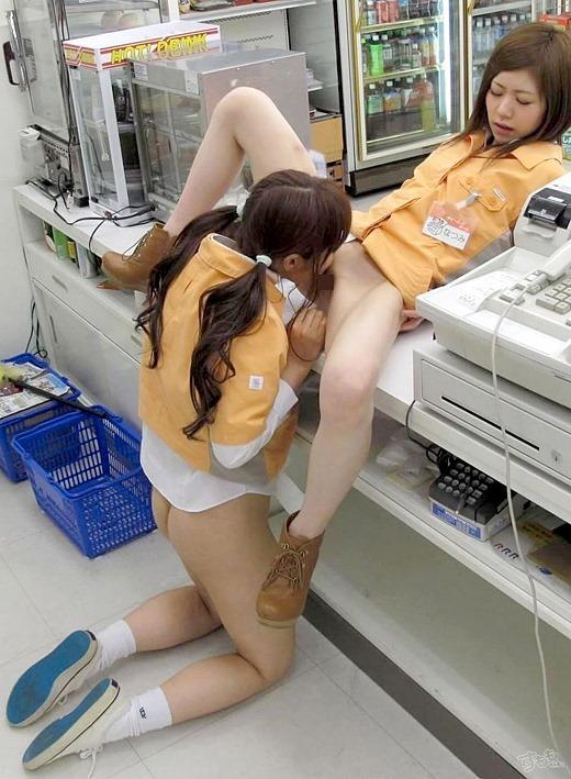 【レズクンニエロ画像】百合な美少女やレズビッチなギャルたちが互いの美マンを舐めまくってるレズクンニのエロ画像集w 02