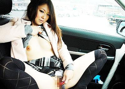 【カーセックスエロ画像】車内でビッチな彼女やセフレや人妻にローターオナニーやフェラさせたり調教挿入してるカーセックスのエロ画像集w