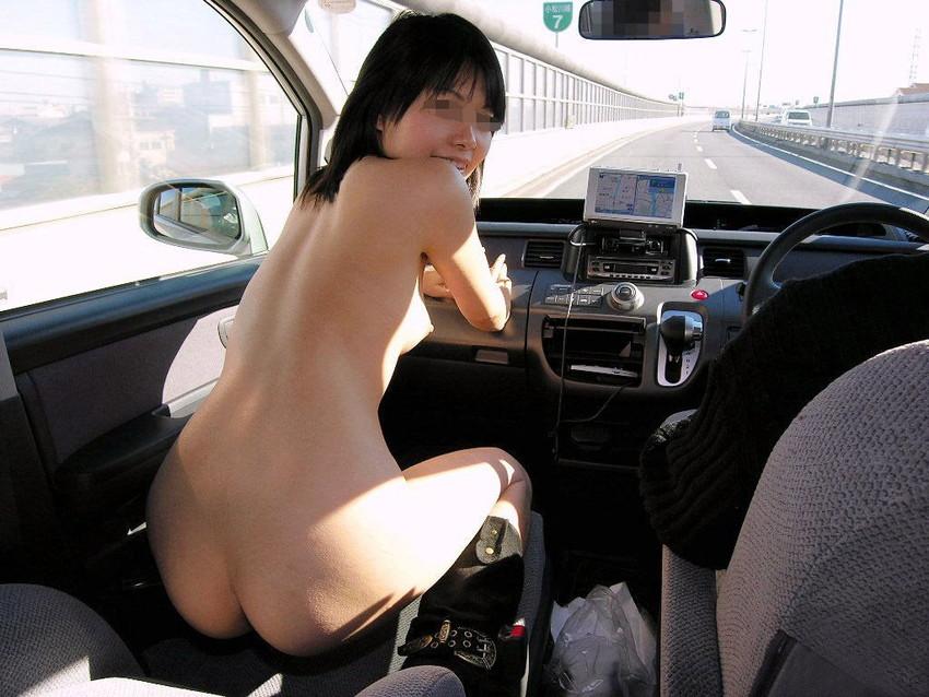【カーセックスエロ画像】車内でビッチな彼女やセフレや人妻にローターオナニーやフェラさせたり調教挿入してるカーセックスのエロ画像集w 40