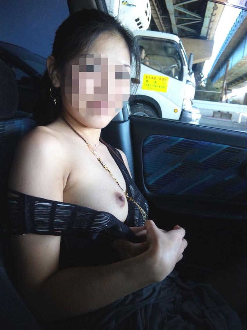 【カーセックスエロ画像】車内でビッチな彼女やセフレや人妻にローターオナニーやフェラさせたり調教挿入してるカーセックスのエロ画像集w 47