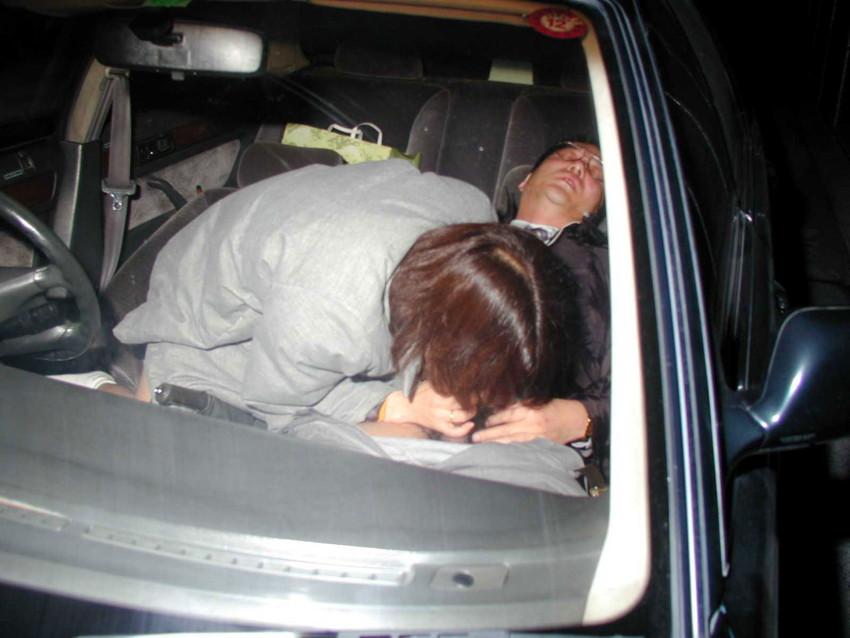 【カーセックスエロ画像】車内でビッチな彼女やセフレや人妻にローターオナニーやフェラさせたり調教挿入してるカーセックスのエロ画像集w 53