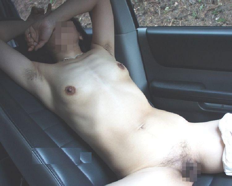 【カーセックスエロ画像】車内でビッチな彼女やセフレや人妻にローターオナニーやフェラさせたり調教挿入してるカーセックスのエロ画像集w 59