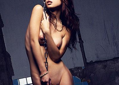 【廃墟エロ画像】廃墟で痴女お姉さまが全裸露出したり美少女を輪姦しまくってる廃墟エロ画像集w