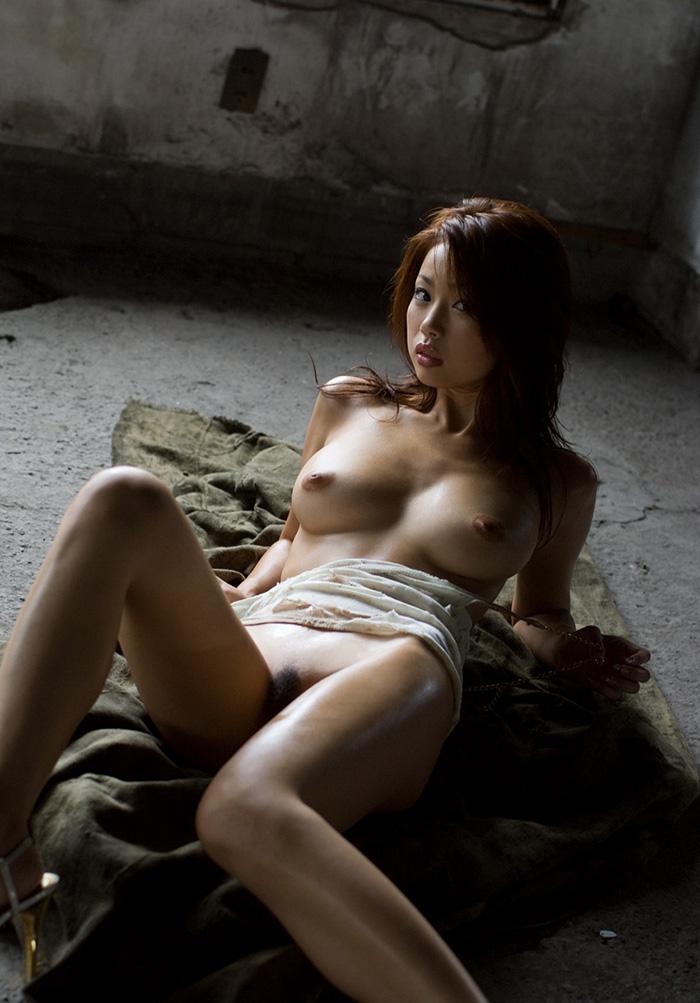 【廃墟エロ画像】廃墟で痴女お姉さまが全裸露出したり美少女を輪姦しまくってる廃墟エロ画像集w 05