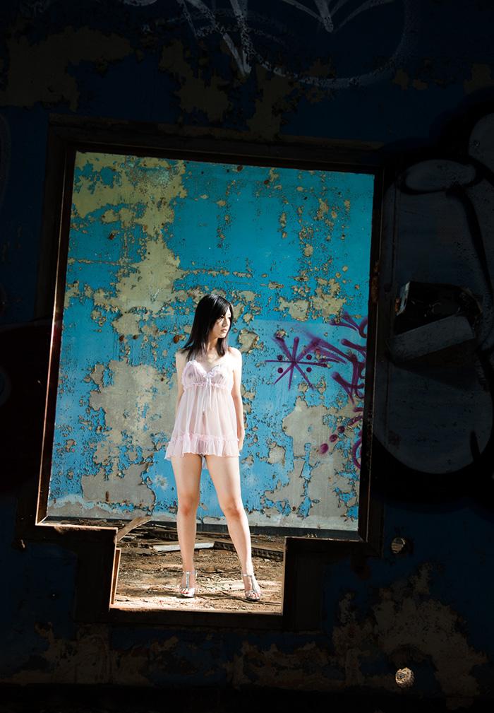 【廃墟エロ画像】廃墟で痴女お姉さまが全裸露出したり美少女を輪姦しまくってる廃墟エロ画像集w 20