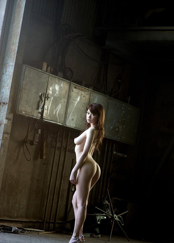 【廃墟エロ画像】廃墟で痴女お姉さまが全裸露出したり美少女を輪姦しまくってる廃墟エロ画像集w 32