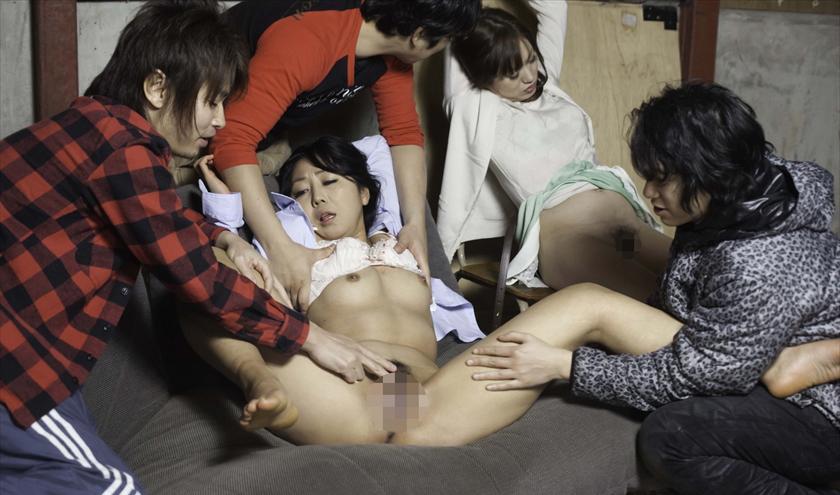 【廃墟エロ画像】廃墟で痴女お姉さまが全裸露出したり美少女を輪姦しまくってる廃墟エロ画像集w 62