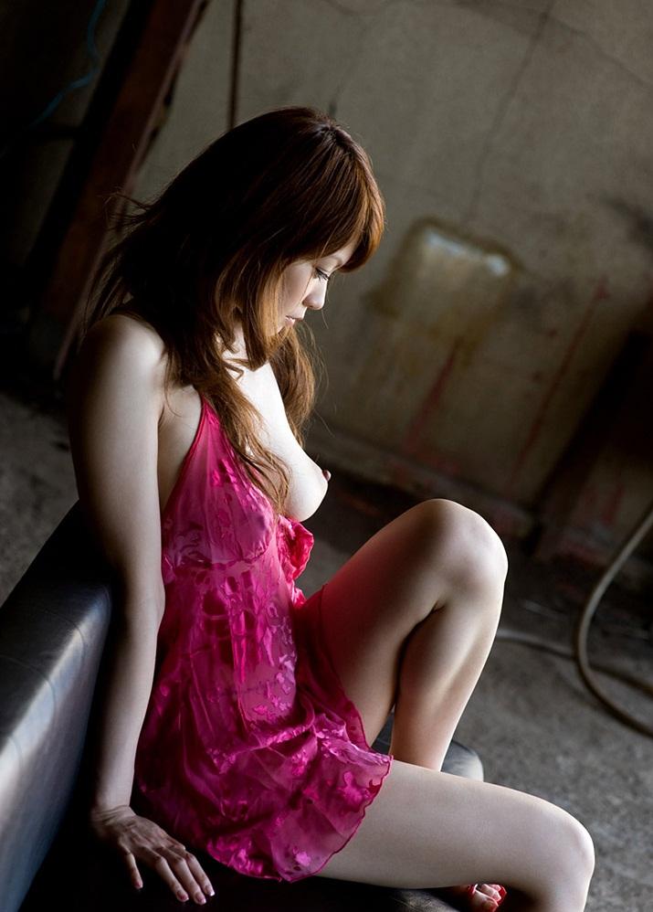 【廃墟エロ画像】廃墟で痴女お姉さまが全裸露出したり美少女を輪姦しまくってる廃墟エロ画像集w 72