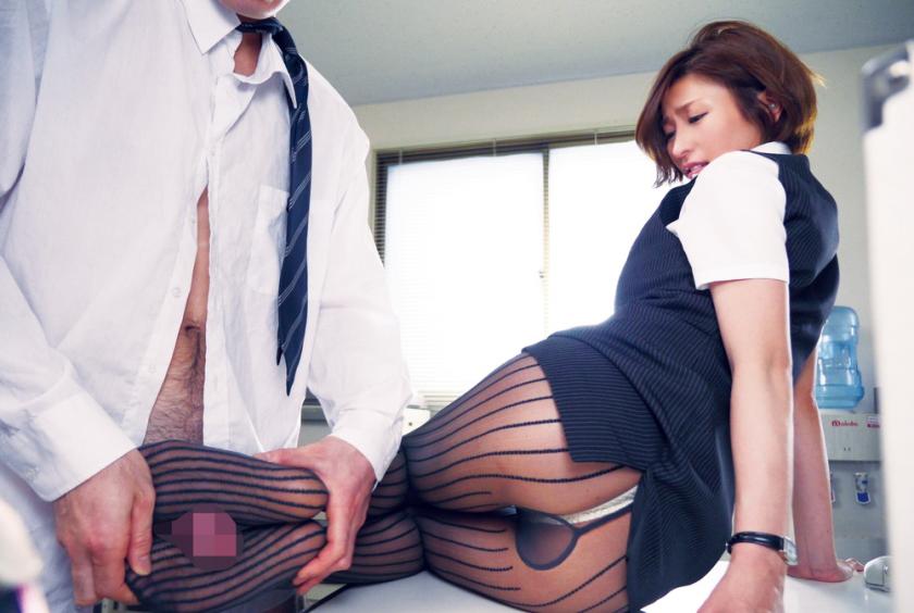 【足コキエロ画像】眼の前で美女がガニ股になっておまんこ丸見えやパンチラ状態で足コキしてくれるのって最高だよなw 68