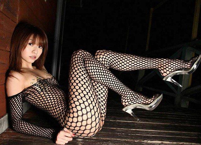 【網タイツエロ画像】女体の肉がムッチムチに喰い込んでる網タイツをビッリビリに破りたい網タイツエロ画像集w 28