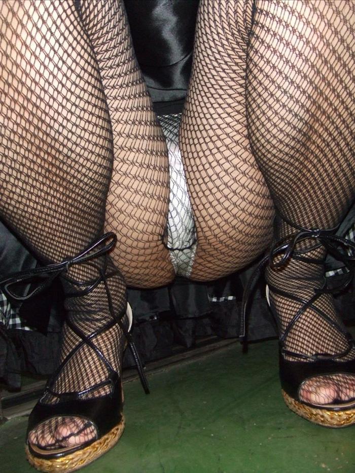 【網タイツエロ画像】女体の肉がムッチムチに喰い込んでる網タイツをビッリビリに破りたい網タイツエロ画像集w 43