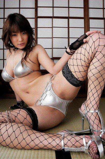 【網タイツエロ画像】女体の肉がムッチムチに喰い込んでる網タイツをビッリビリに破りたい網タイツエロ画像集w 50