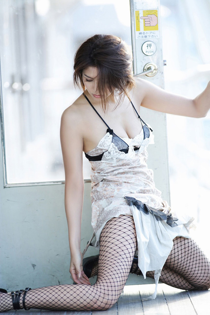 【網タイツエロ画像】女体の肉がムッチムチに喰い込んでる網タイツをビッリビリに破りたい網タイツエロ画像集w 64
