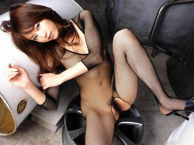 【網タイツエロ画像】女体の肉がムッチムチに喰い込んでる網タイツをビッリビリに破りたい網タイツエロ画像集w 77