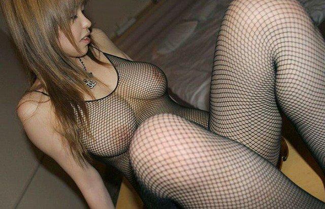 【網タイツエロ画像】女体の肉がムッチムチに喰い込んでる網タイツをビッリビリに破りたい網タイツエロ画像集w 79