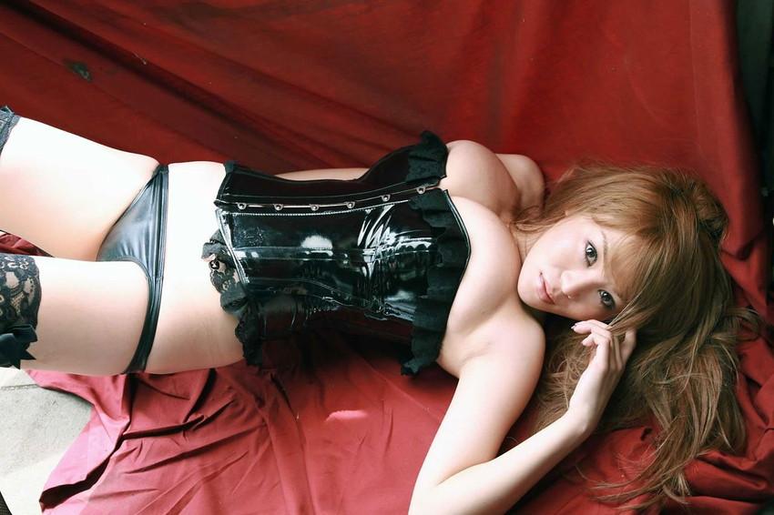 【ボンテージエロ画像】最近のボンテージコスはエナメルやレザーで巨乳や美尻を強調しててバラエティに富んでエロくなってきた件w
