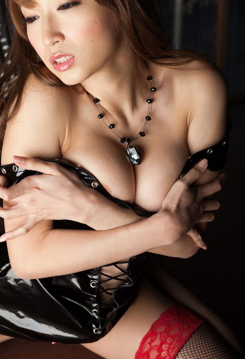【ボンテージエロ画像】最近のボンテージコスはエナメルやレザーで巨乳や美尻を強調しててバラエティに富んでエロくなってきた件w 03