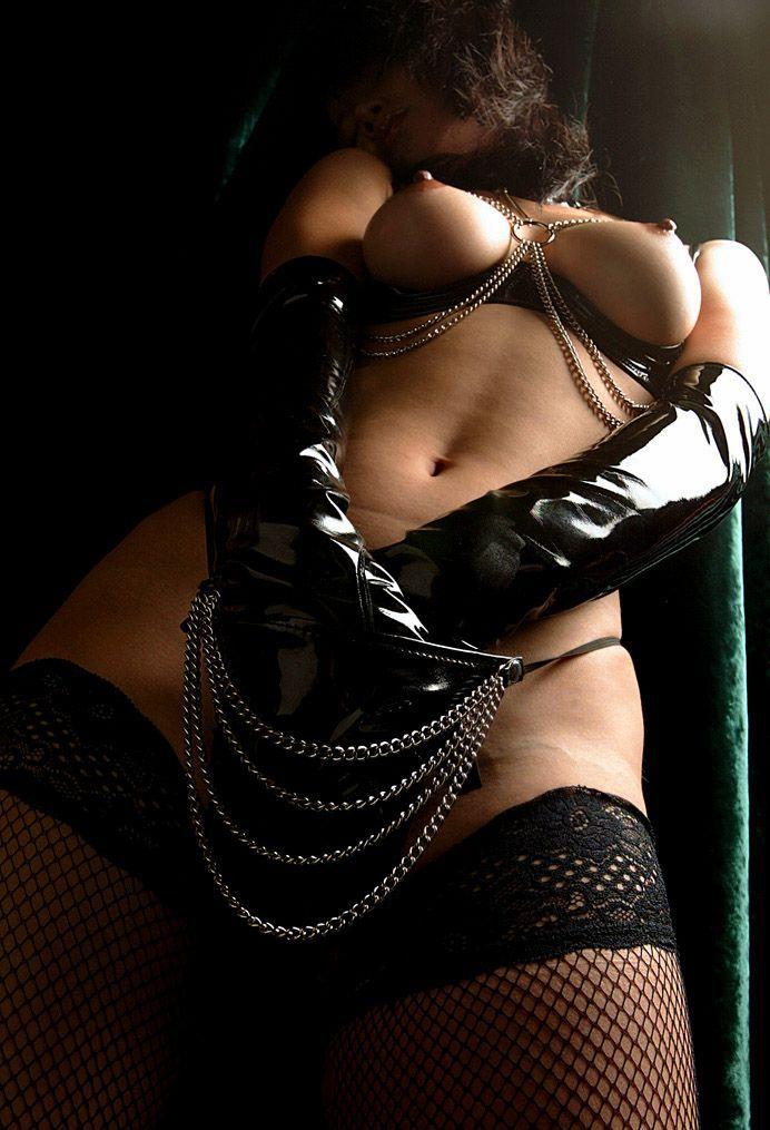 【ボンテージエロ画像】最近のボンテージコスはエナメルやレザーで巨乳や美尻を強調しててバラエティに富んでエロくなってきた件w 18