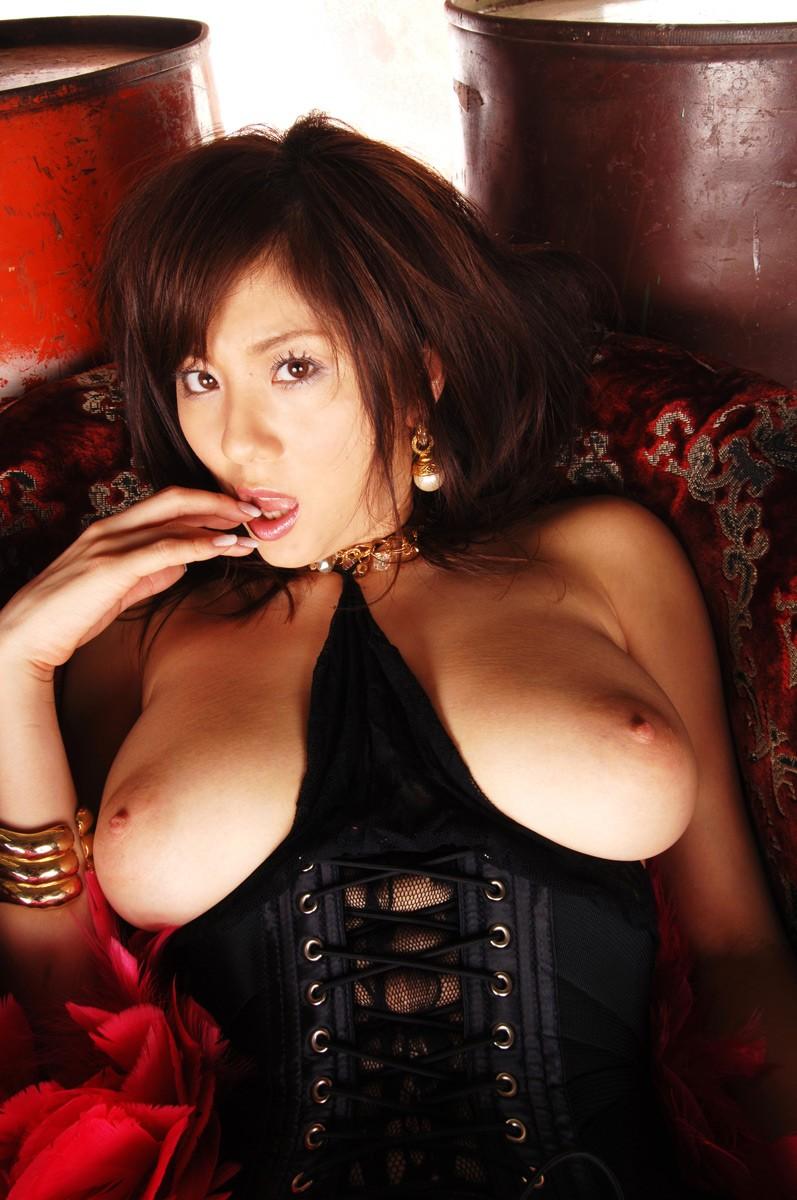 【ボンテージエロ画像】最近のボンテージコスはエナメルやレザーで巨乳や美尻を強調しててバラエティに富んでエロくなってきた件w 46