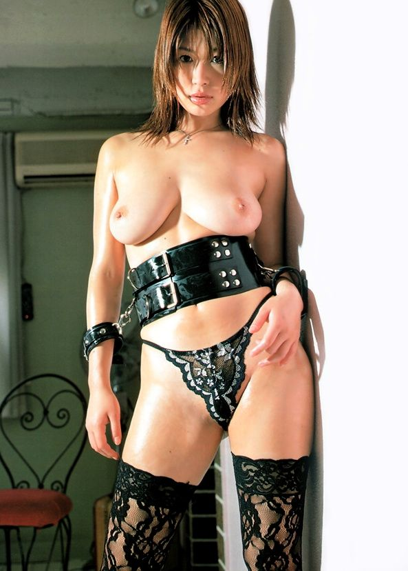 【ボンテージエロ画像】最近のボンテージコスはエナメルやレザーで巨乳や美尻を強調しててバラエティに富んでエロくなってきた件w 65