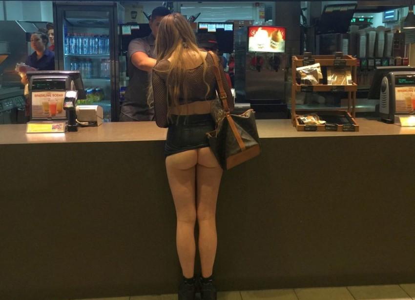 【野外露出エロ画像】他人に気付かれないように美巨乳を町中や店内で露出して興奮する痴女達の野外露出エロ画像集 15