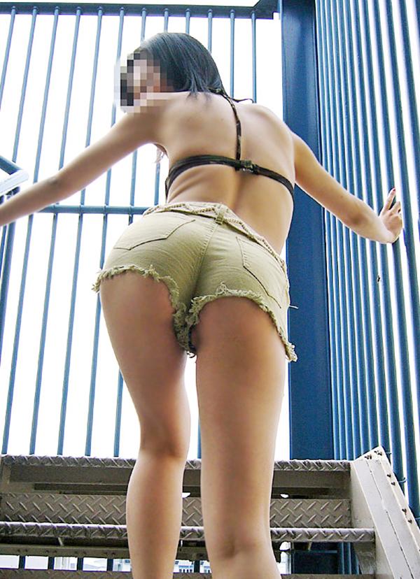 【デニムショーパンエロ画像】ハミマン・ハミパン必至!!むっちりデカ尻ギャル達のデニムショーパンエロ画像 18