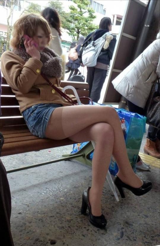 【デニムショーパンエロ画像】ハミマン・ハミパン必至!!むっちりデカ尻ギャル達のデニムショーパンエロ画像 30