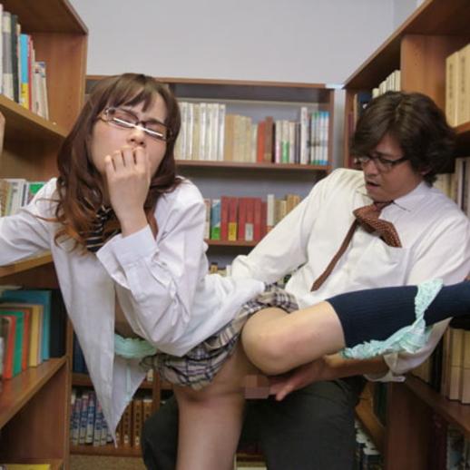 【図書館エロ画像】優等生JKや司書を図書館の本棚に隠れて立ちバック挿入で寝取っちゃってる図書館エロ画像集ww 79