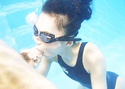 【水中セックスエロ画像】水中で泡履きながらフェラしたりレズプレイしたりちんこ挿入しちゃってる水中セックスのエロ画像集ww