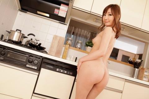 【キッチンエロ画像】人妻のセックス場所はベッドとキッチン!!台所で夫や不倫相手のちんこを立ちバック挿入する人妻の台所エロ画像集 60