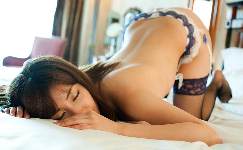 【ガーターベルトエロ画像】エロボディなギャルが全裸ガーターベルトでご奉仕セックスしてくれるエロさは異常ww 05
