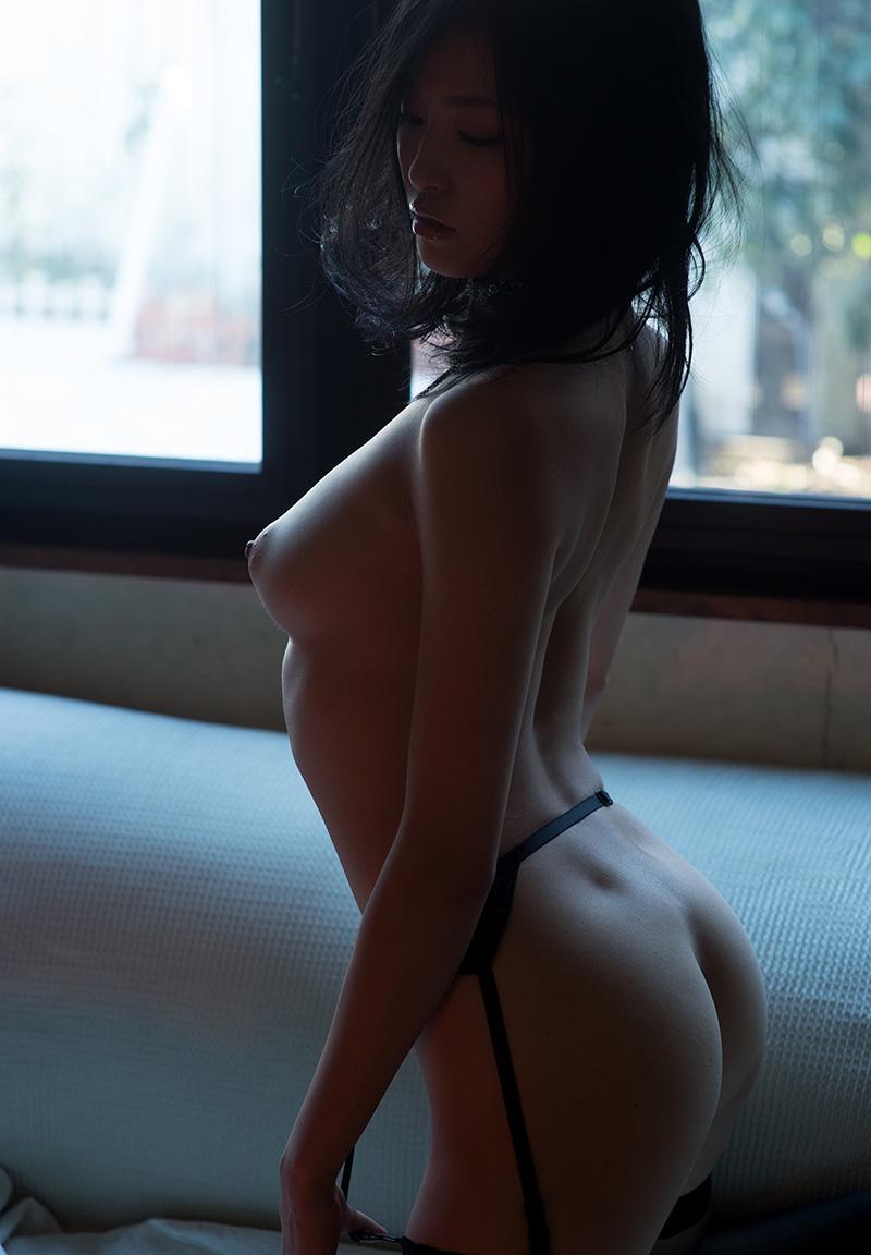 【ガーターベルトエロ画像】エロボディなギャルが全裸ガーターベルトでご奉仕セックスしてくれるエロさは異常ww 38