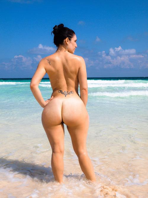【ブラジル人エロ画像】地球の裏側ですげぇデカ尻爆乳のエロボディブラジル人がいるの知ってた?ww 29