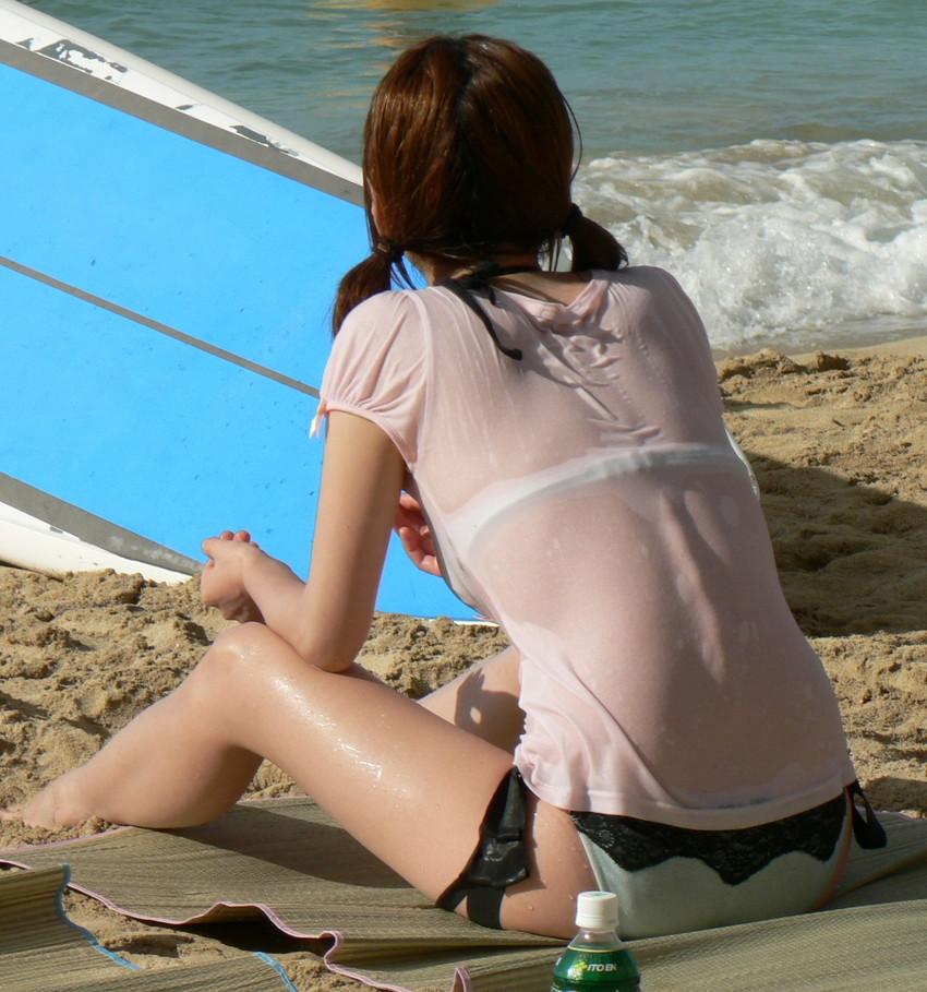 【水着盗撮エロ画像】ビーチやプールでビキニギャル達のエロ尻やまんすじ食い込みを盗撮しまくった水着盗撮のエロ画像集!ww 22