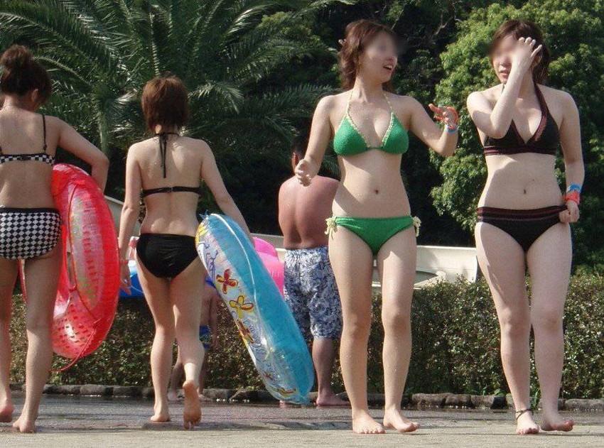 【水着盗撮エロ画像】ビーチやプールでビキニギャル達のエロ尻やまんすじ食い込みを盗撮しまくった水着盗撮のエロ画像集!ww 32