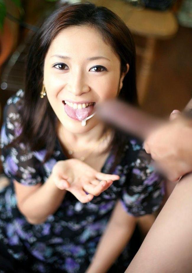 【ごっくんエロ画像】フェラ抜きで口内射精したりお口にフィニッシュしてザーメンごっくんさせた時の表情最高! 16