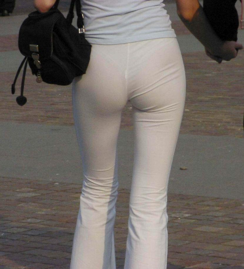 【透けパンエロ画像】街中で盗撮された奇跡!タイトスカートや白ズボンの素人お姉さん達が透けパンしちゃってるエロ画像集!ww 53