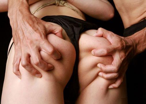 【尻揉みエロ画像】美女の美尻や人妻のデカ尻揉みまくってアナルがくぱぁ状態になっちゃってる尻揉みエロ画像集! 77