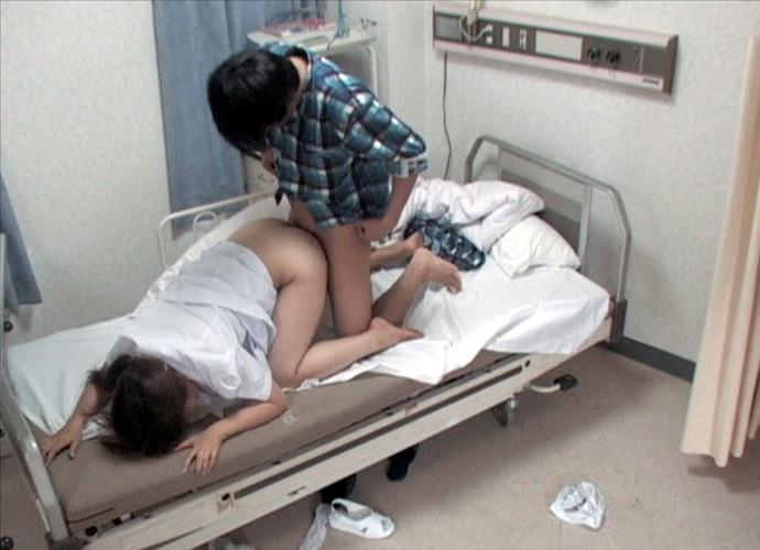 【病院エロ画像】痴女の女医や鬼畜医師が受診者寝取ってビッチナースが患者と病室Hしてて通いたくなる病院エロ画像集ww 25