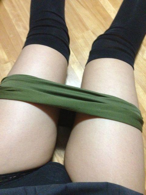 【ニーハイソックスエロ画像】ロリで細身の美脚美少女がニーハイソックス履いてM字開脚してきたら確実に勃起!ww 13