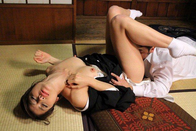 【喪服エロ画像】元夫の仏前で巨乳熟女の未亡人が着る喪服を脱がして剛毛まんこに挿入して寝取ちゃってる喪服エロ画像集ww 10