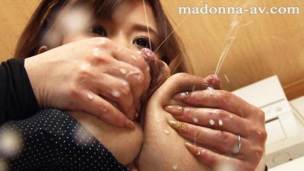 【搾乳エロ画像】甘えん坊男子が豊満巨乳の人妻の母乳を絞って飲みまくる搾乳エロ画像集ww 12