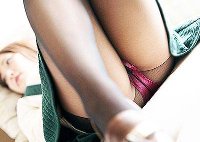 【黒タイツエロ画像】JKやOLの最強美脚エロアイテム黒タイツから透けパンやパンチラしちゃってる黒タイツエロ画像集!ww