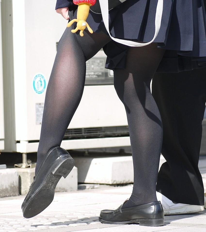 【黒タイツエロ画像】JKやOLの最強美脚エロアイテム黒タイツから透けパンやパンチラしちゃってる黒タイツエロ画像集!ww 05