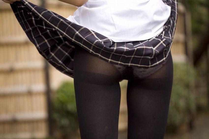 【黒タイツエロ画像】JKやOLの最強美脚エロアイテム黒タイツから透けパンやパンチラしちゃってる黒タイツエロ画像集!ww 78