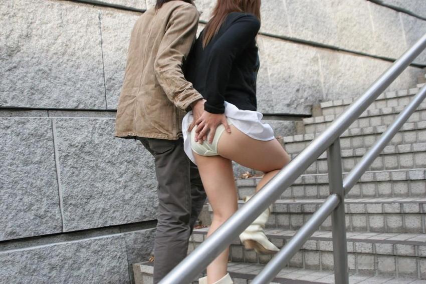 【スカート捲りエロ画像】無防備な生活感のある素人パンティー最高!スカート捲りでパンモロ状態する瞬間を隠し撮り!ww 61