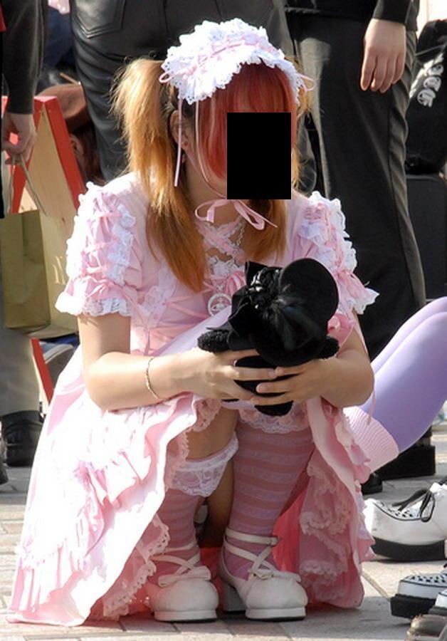 【ゴスロリエロ画像】ちょいメンヘラ気味なゴスロリファッションのロリ美少女達がパンチラやマンチラしてくれてるゴスロリエロ画像集! 56