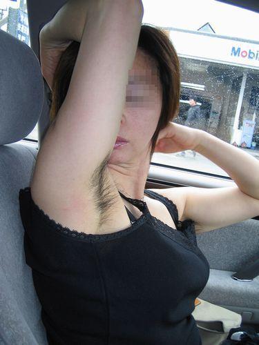 【脇毛エロ画像】熟女のだらしないカラダからハミ出る脇毛がエロ過ぎて寝取りたくなる件ww 06
