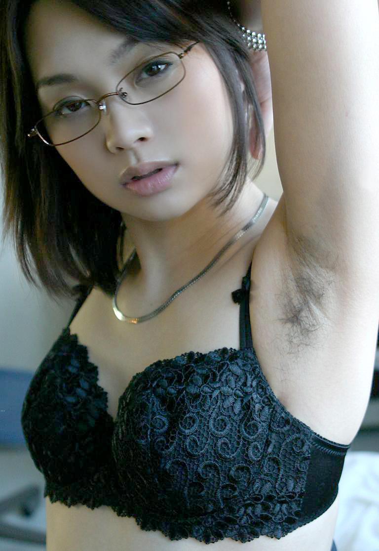 【脇毛エロ画像】熟女のだらしないカラダからハミ出る脇毛がエロ過ぎて寝取りたくなる件ww 20