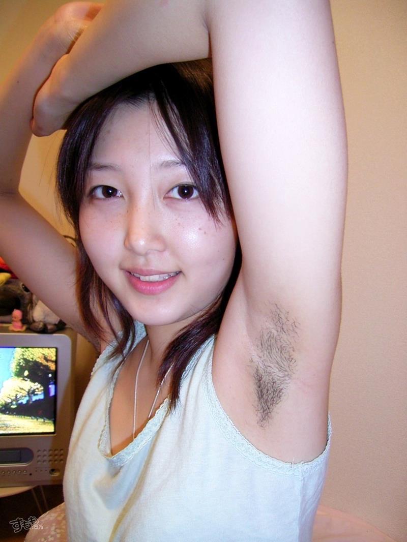【脇毛エロ画像】熟女のだらしないカラダからハミ出る脇毛がエロ過ぎて寝取りたくなる件ww 35